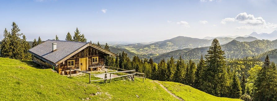 Drewniana chata w górach