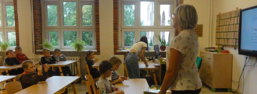 Spotkanie uczniów klasy I z panią bibliotekarką